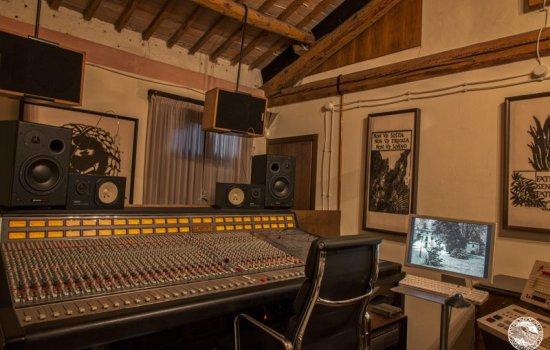 6-controlroom5
